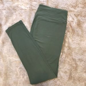 LuLaRoe Solid Green Tall and Curvy Leggings